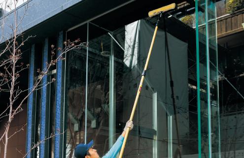 ガラスクリーニング 作業風景3